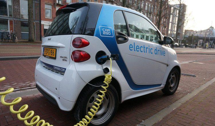 Smart elektromos autó